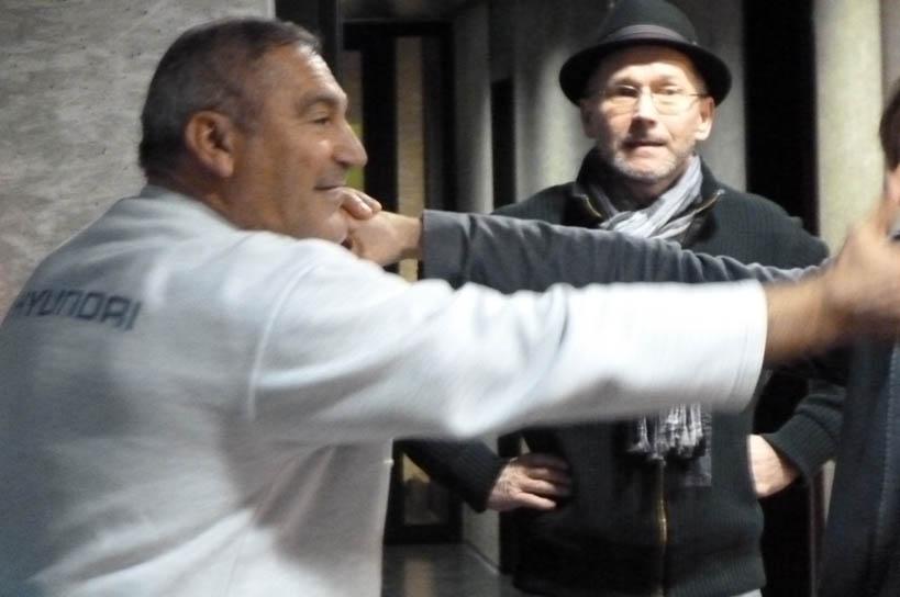 """Box-Unterricht bei Toni La Rocca (links): Frank Lienert-Mondanelli und Peter Volksdorf holen sich schlagkräftige Tipps für """"Das Herz eines Boxers"""" - Foto: Stephanie Paschke"""