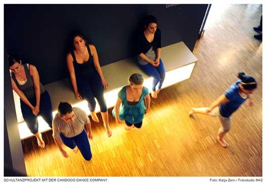 Schultanzprojekt mit der Candoco Dance Company; Foto: Fotostudio M 42
