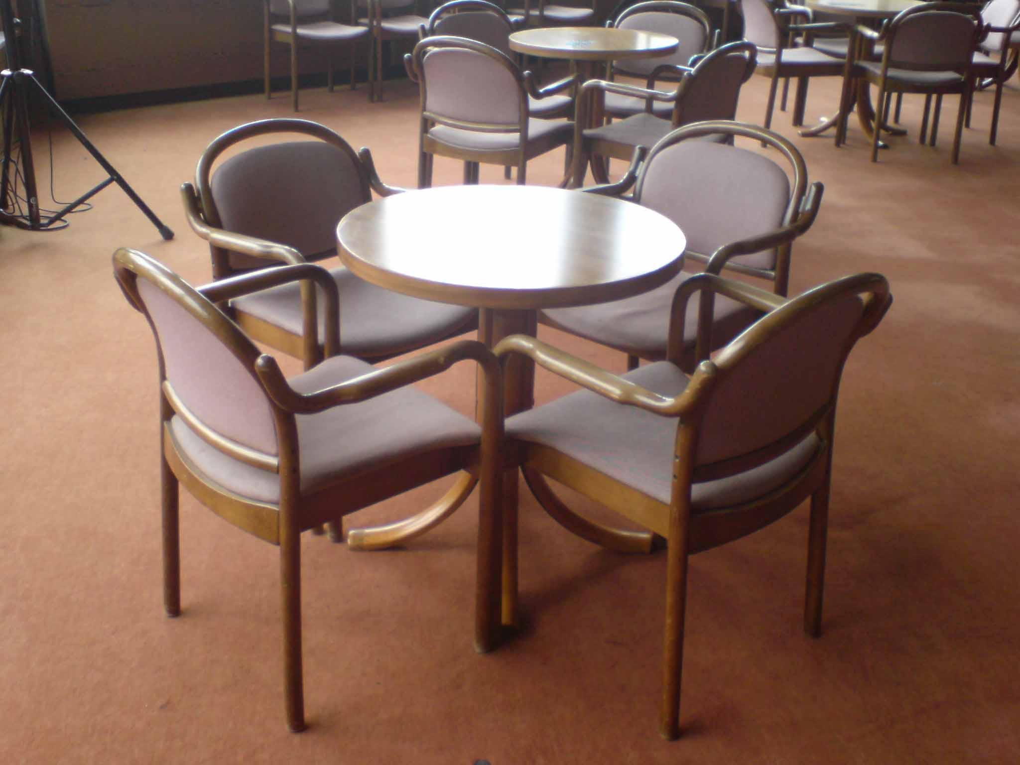 Bistrobestuhlung Tisch 70cm Ø / 73cm Hoch mit 4 Stühle 23 Stück