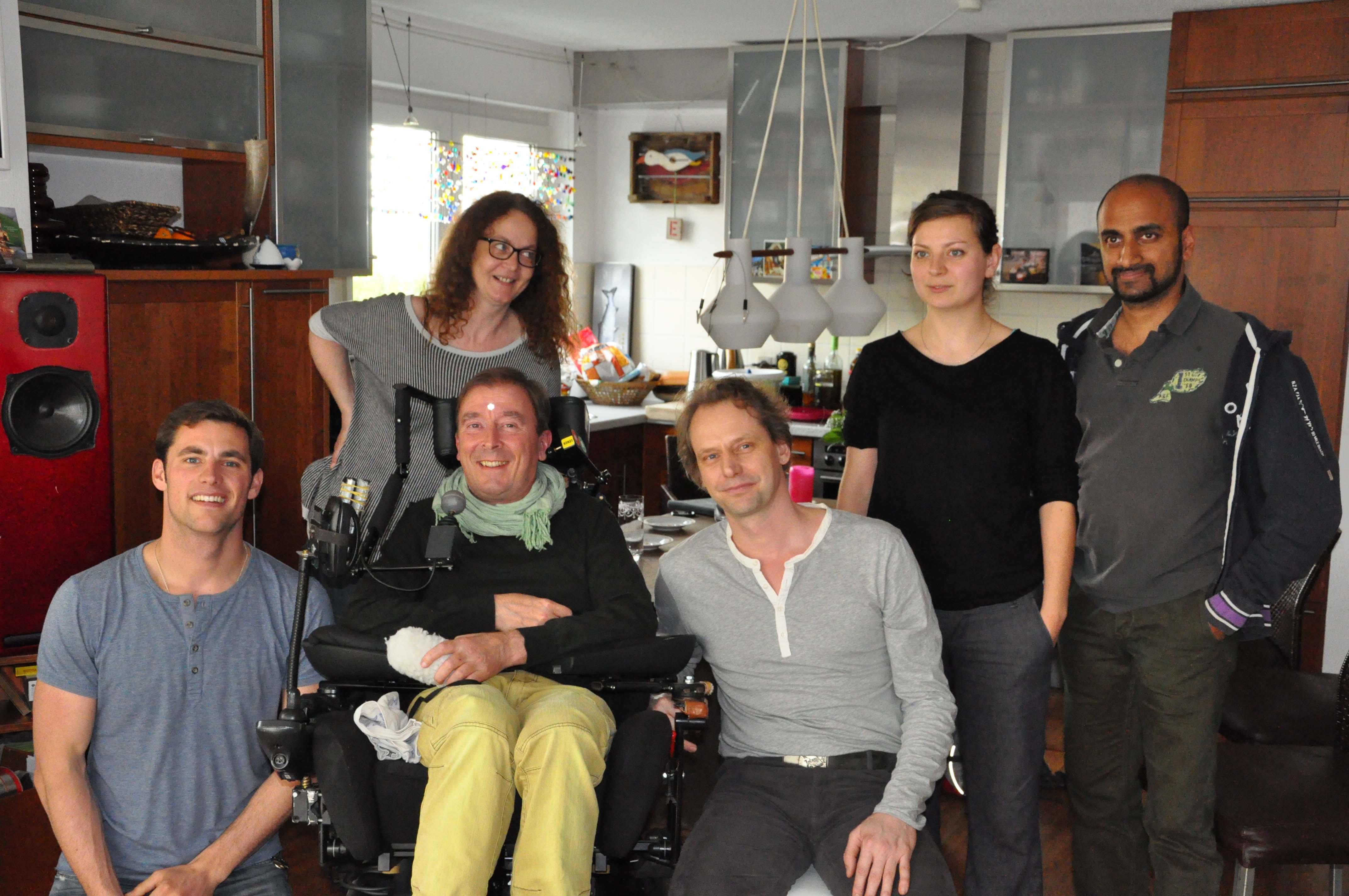 Regisseurin Uta Koschel mit ihren Schauspielern und in der Mitte Robert Pfriem