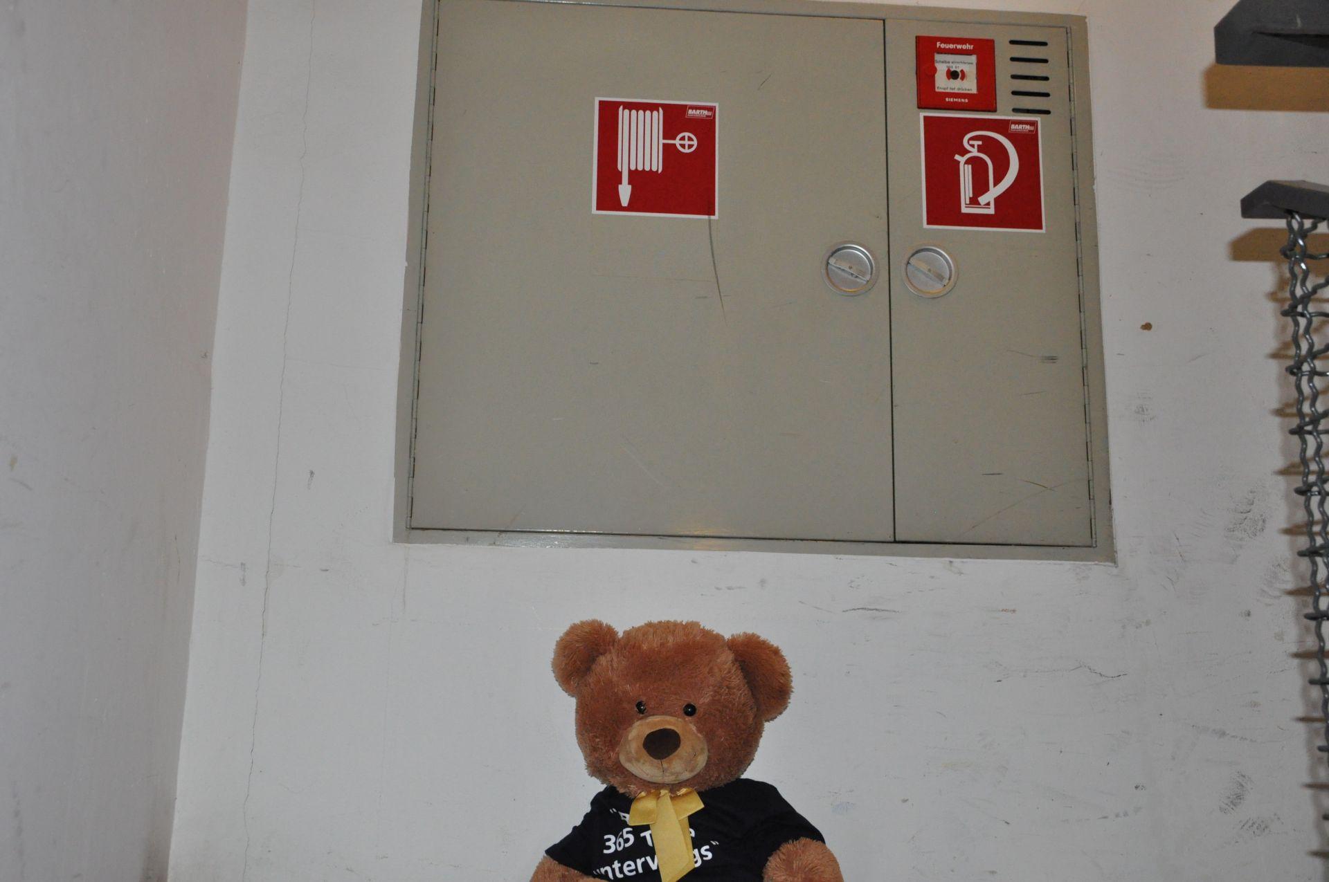Bert hat eine Brandschutzunterweisung erhalten