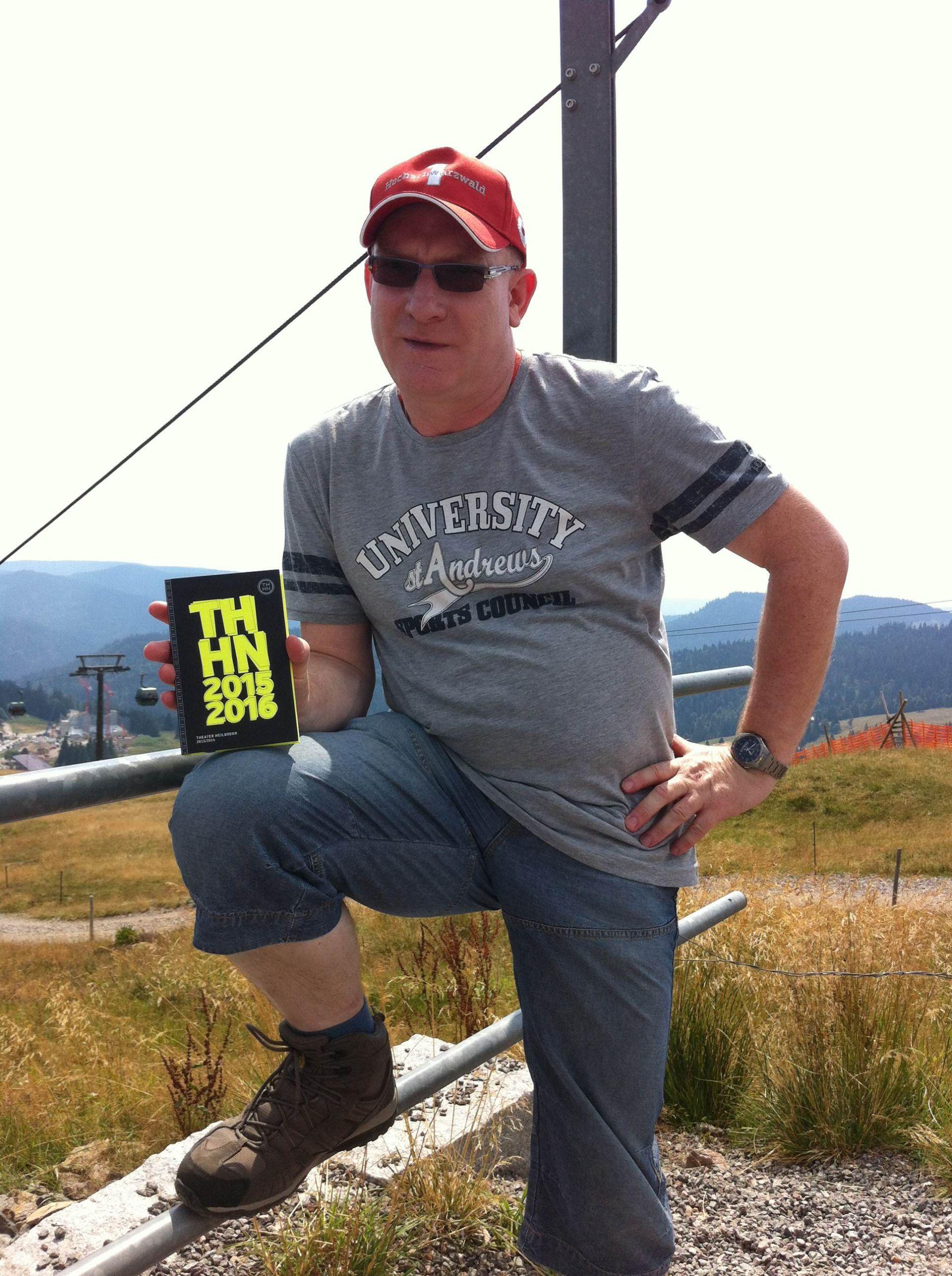 Bernd Veith hat das Spielzeitbuch auf den Gipfel getragen