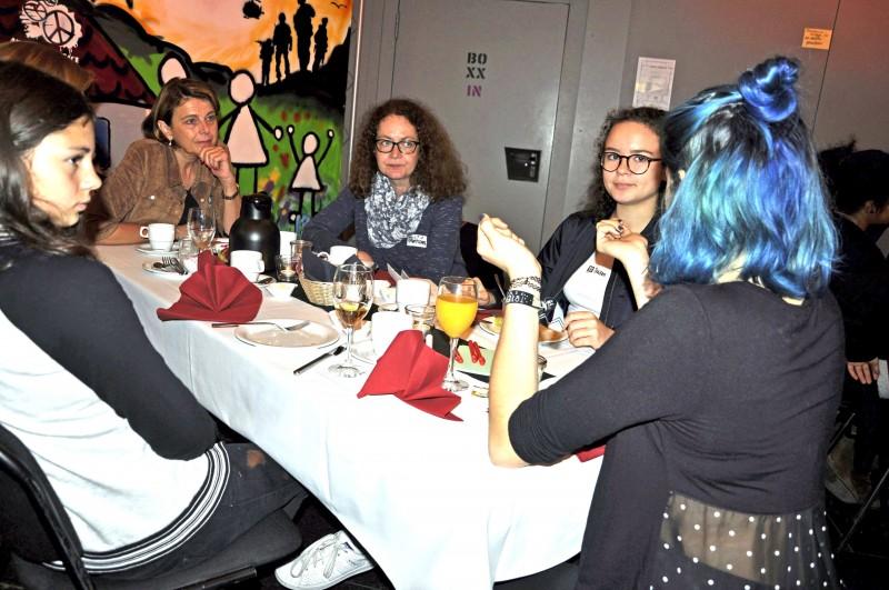 Agnes Christner (Sozialbürgermeisterin der Stadt Heilbronn) und Chefregisseurin Uta Koschel beim politBrunch